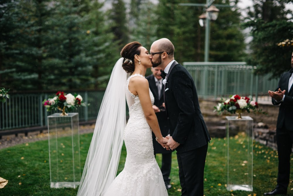 first kiss in the rain in Banff at the rimrock resort